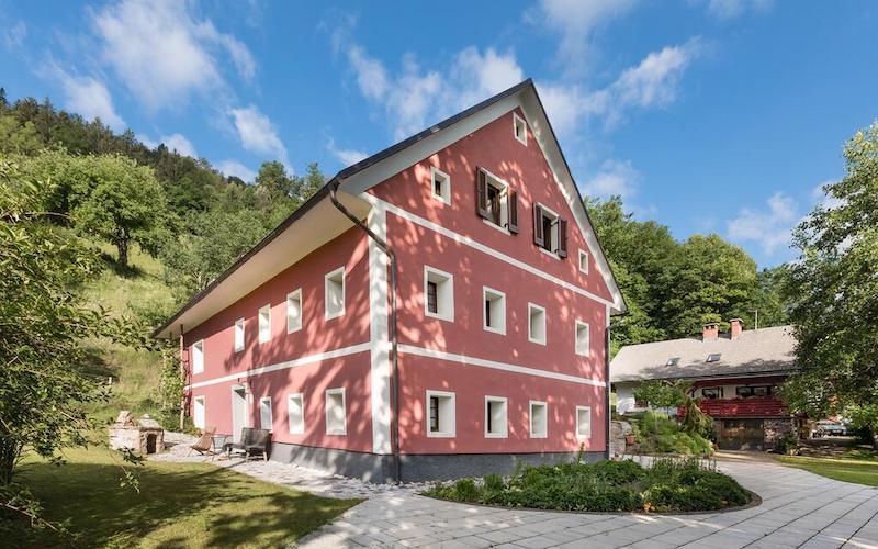 Beautiful and inviting accommodation in Poljanska valley.